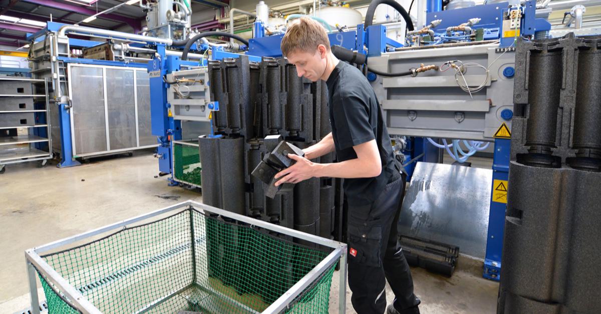 Apprendistato in Ticino alla scoperta della professione di agente tecnico di materie sintetiche