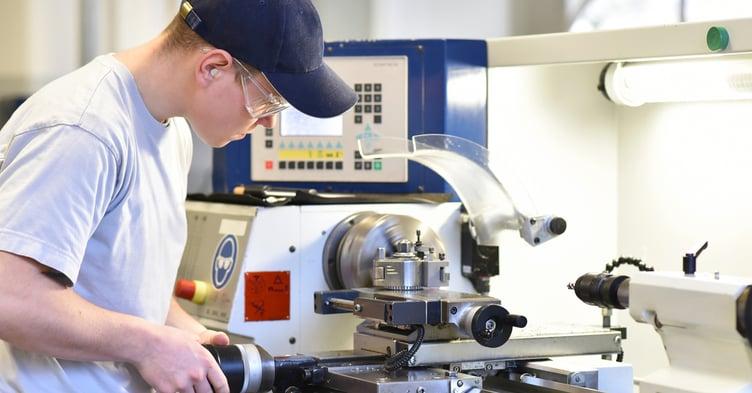 Apprendistato in Ticino alla scoperta della professione di meccanico di produzione